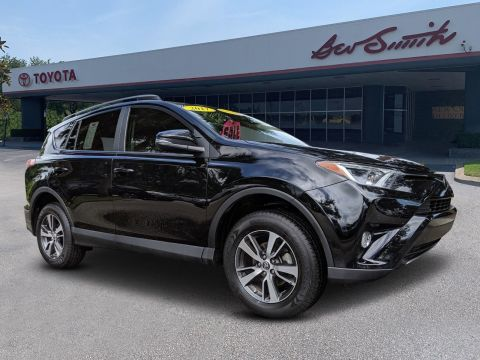 Pre-Owned 2017 Toyota RAV4 XLE FWD Sport Utility